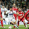 Hatem Ben Arfa au milieu de 5 joueurs